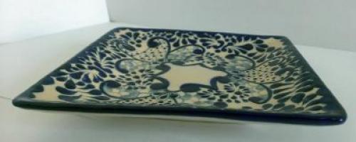 Plato cuadrado de talavera elaborado en ceramica de alta for Oficina zona azul talavera